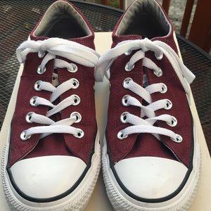 Converse AllStars  maroon size 7 like new